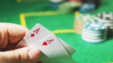 Forstå de komplicerede regler til Oxford Stud Poker